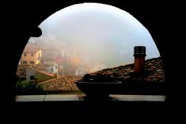 nebbia alla finestra